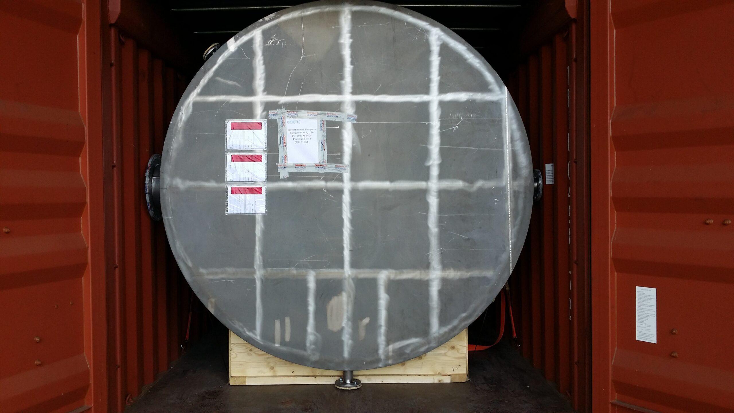 Pumptank och sektion packad i container för leverans till slutkund. 2014-06.